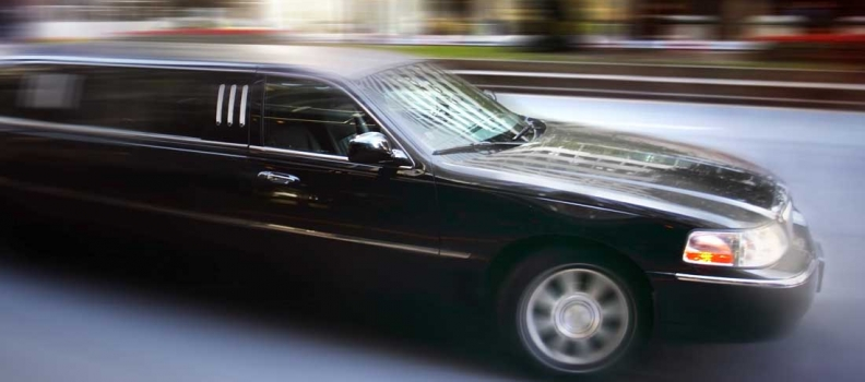 Reasons Why You Should Book a Luxury Chauffeured Limo for Prom Now!